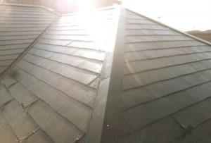 屋根マチ、カビ・雨漏りが有りました。塗料はヤネMシリコンで仕上げました