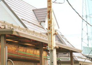 量金属瓦(横断ルーフ)重ね葺き工事。雨樋も丸樋から角樋に全交換
